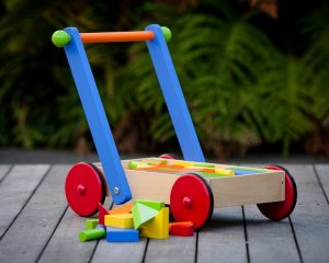 Top 5 Factors To Remember While Buying The Best Pull Or Push Along Toys For Your Kid